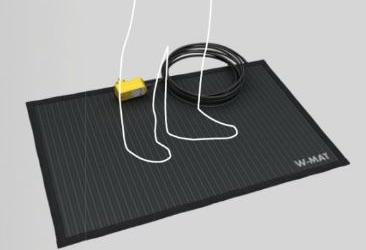 Heated rubber carpet for workshop